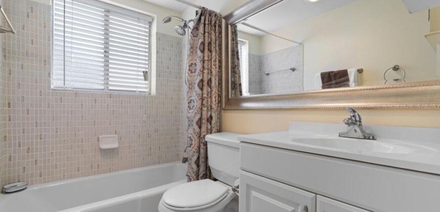 2 bed room 1 bath Corner unit